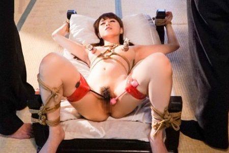 吉沢明歩 未亡人が借金と引き換えに体を差し出し緊縛レイプされる 画像