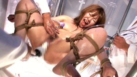 女体拷問研究所で実験体になった女がマンコをマシンバイブで犯される 画像
