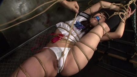 武藤つぐみ 恥ずかしいポーズで緊縛されたJKが激しいバイブ責めされる 画像