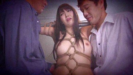 友田彩也香 磔に拘束された人妻がイラマチオで口内を犯される 画像