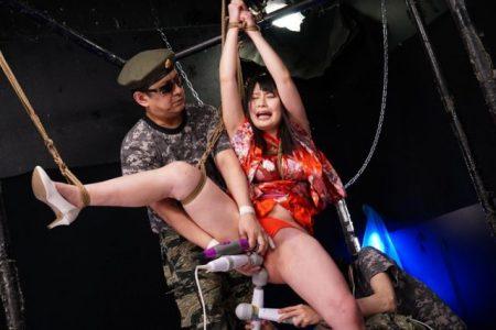優梨まいな 捕らえられた武道家が片足吊りで電マ責めされる 画像