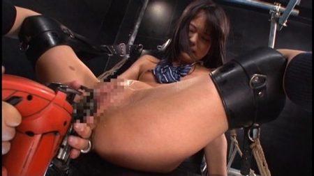 あべみかこ JK美少女戦士が開脚拘束されマシンバイブで犯される 画像