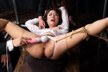 梨々花 特別警護隊の女が襲撃され開脚拘束で電マ責めされる 画像