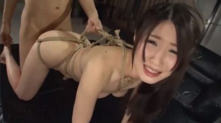 後手に緊縛された女が無防備なマンコをガン突きされ中出しされる 画像