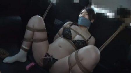 ギャグボール装着でロープ緊縛されたむっちり美女がメス顔で必死で悶える 画像