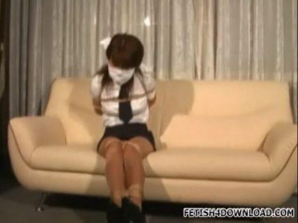 インターンの若い美少女がロープで縛られてエッチに喘ぎ悶える 画像