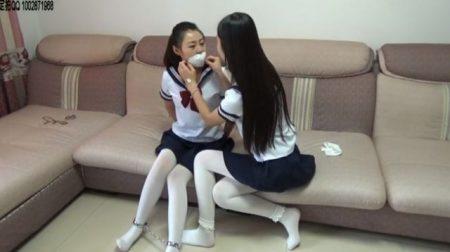 経験の少ない純情制服JKたちがお互いの身体を縛りあって淫乱プレイ 画像
