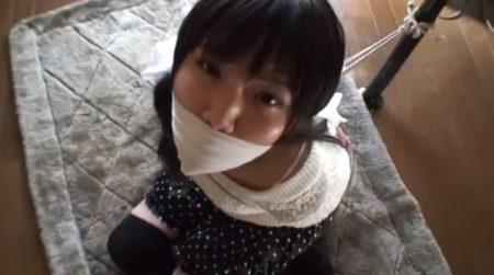 黒髪清楚な女子大生が後ろ手に緊縛されて放置プレイに涙目 画像