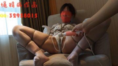 中国美女がM字拘束され無防備なマンコを電マで甚振られる 画像