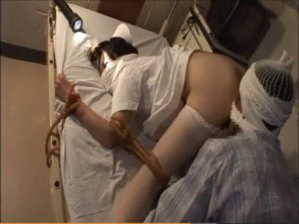 夜勤ナースが入院患者に四つん這い緊縛され無防備なマンコを犯される 画像