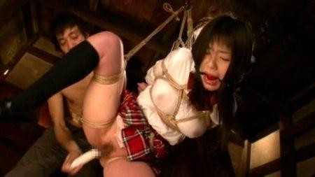 つぼみ 縛られたがる女子校生が宙吊りにされマンコを犯される 画像