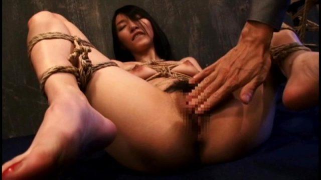 人妻家畜専門調教人が台湾から来た生贄女を緊縛調教レイプする動画