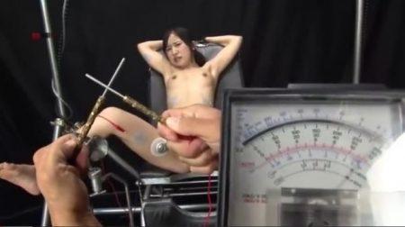 開脚拘束されたロリ美少女が激しい電気責めで失神しちゃうwww 画像