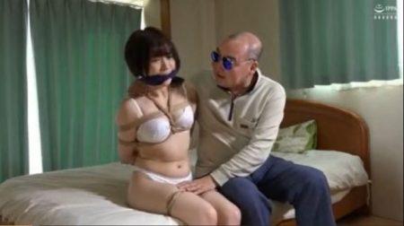 強盗に押し入られた女子大生が下着姿に引ん剝かれ体中を撫で回されるwww 画像