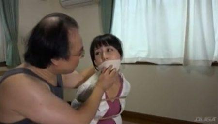 有本紗世 キモ男に誘拐された美少女が下着姿に引ん剝かれて体中を撫で回されるwww 画像