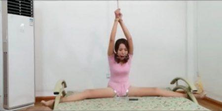 開脚拘束された美少女がローター責めされて悶え苦しむwww 画像