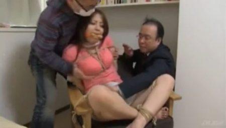 拉致監禁された美人OLが緊縛されてキモ親父達に体を撫で回されるwww 画像