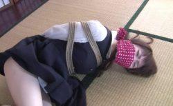 須川ことみ 誘拐監禁された女子校生が緊縛されてレイプ前の静かな午後を悶え苦しむ動画 画像