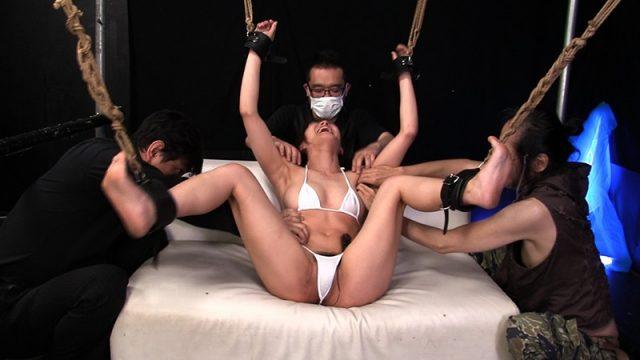 佐久間恵美 四肢拘束された美少女がキモ男の集団にくすぐり拷問されちゃう動画