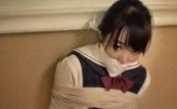 監禁緊縛された素朴な美少女JKが逃げようと必死に悶え苦しむwww 画像
