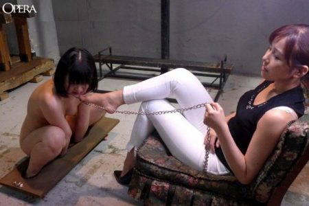 木村つな レズ女に拘束された美少女が足を舐めさせられる動画 画像