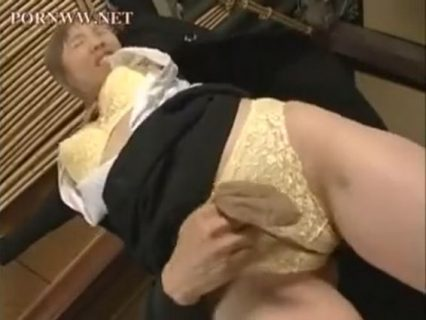 顔パンストで拘束された美人OLが無防備なマンコを甚振られるwww 画像