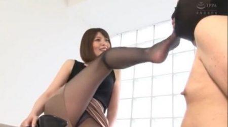 竹内麻耶 ドSなお姉さんがM男に足の匂いを嗅がせて舐めさせちゃう動画 画像