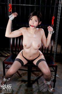 水野朝陽 監禁拘束された美女が丸出しのマンコを好き放題に犯される動画 画像
