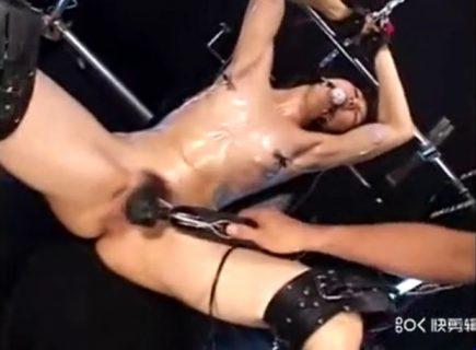 開脚拘束された美女が丸出しのマンコを電マで甚振られるwww 画像