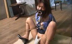 監禁されたOLが開口具を付けられマンコに固定バイブで放置されちゃうwww 画像