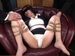 目隠しされた女教師がM字開脚で拘束されて丸出しのマンコを甚振られるwww 画像