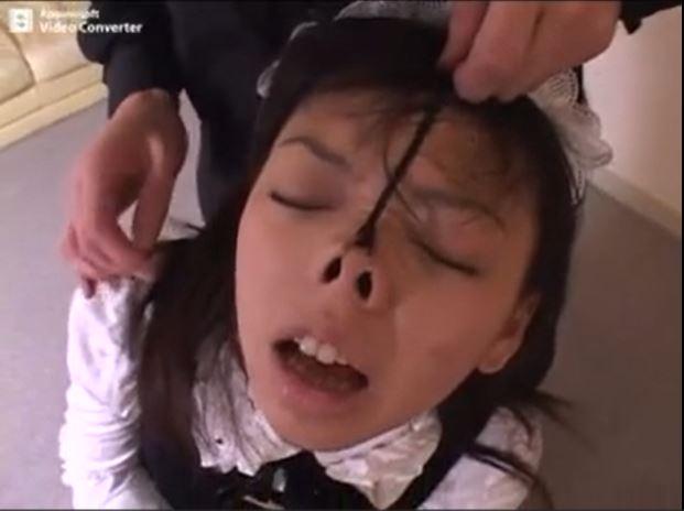 緊縛された美少女メイドがご主人様に鼻フックされてブサイク顔にさせられちゃうwww