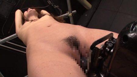 拘束された美女が子宮突き上げドリルバイブ責めで放置調教されちゃう動画 画像