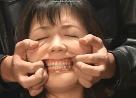 笠木忍 緊縛された女子校生が激しい顔責めで顔面崩壊させられるwww 画像