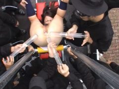 通学中の女子校生が変質者に襲われてマングリ拘束で大量浣腸を注入される動画 画像