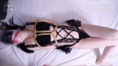 緊縛された綺麗なお姉さんが窒息責めされてマンコに縄を食い込ませながら悶え苦しむwww 画像