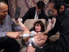 宮沢ちはる 友達に売られた女子校生が変態集団に拘束されてマンコを甚振られる動画 画像