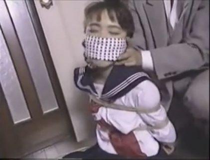 学校帰りに変質者に襲われた女子校生が緊縛されて地下に監禁されちゃうwww 画像