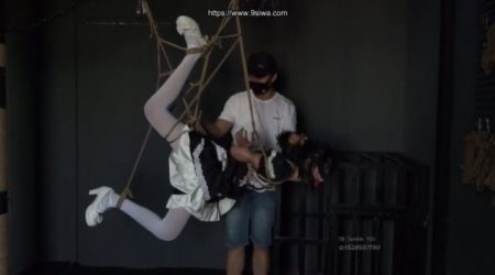 ご主人様に緊縛されたメイドが恥ずかしい格好で吊り上げられちゃうwww 画像
