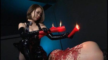 女の奴隷に墜ちたM男が女王様に蝋燭責めされて調教されちゃう動画 画像