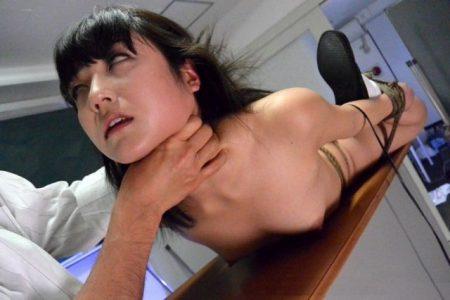 有本紗世 優等生JKが身動きがとれない状態でロウソク・バラムチ快楽による強制脱糞しちゃう動画 画像