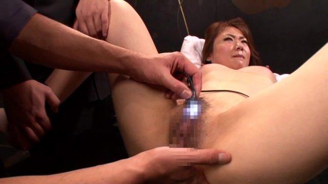 加納綾子 バイリンガル女社長が拘束されて無防備なマンコをバイブ責めされる動画