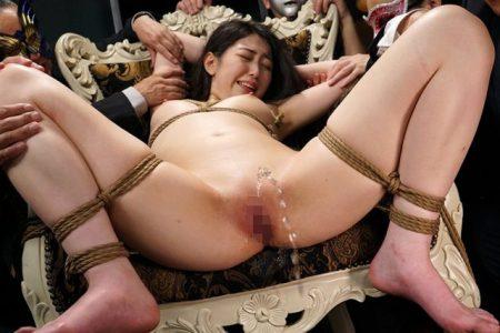 香坂のあ 監禁拘束された女子アナが激しいマンコ責めに失禁しちゃう動画 画像