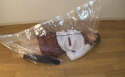 AKBの制服コスプレした美少女が窒息責めでイカされる動画 画像