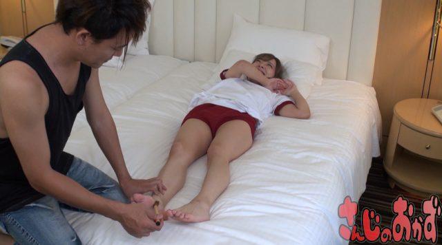 ブルマ美少女が足裏を執拗にくすぐられて悶絶しちゃう動画