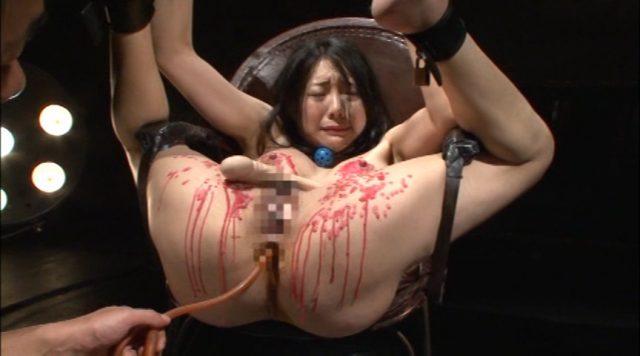 若林美保 SMクラブの生贄にされた人妻がマングリ拘束でマンコを甚振られる動画